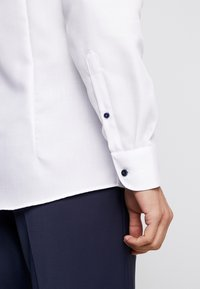 OLYMP Level Five - OLYMP LEVEL 5 BODY FIT  - Formal shirt - weiss - 5