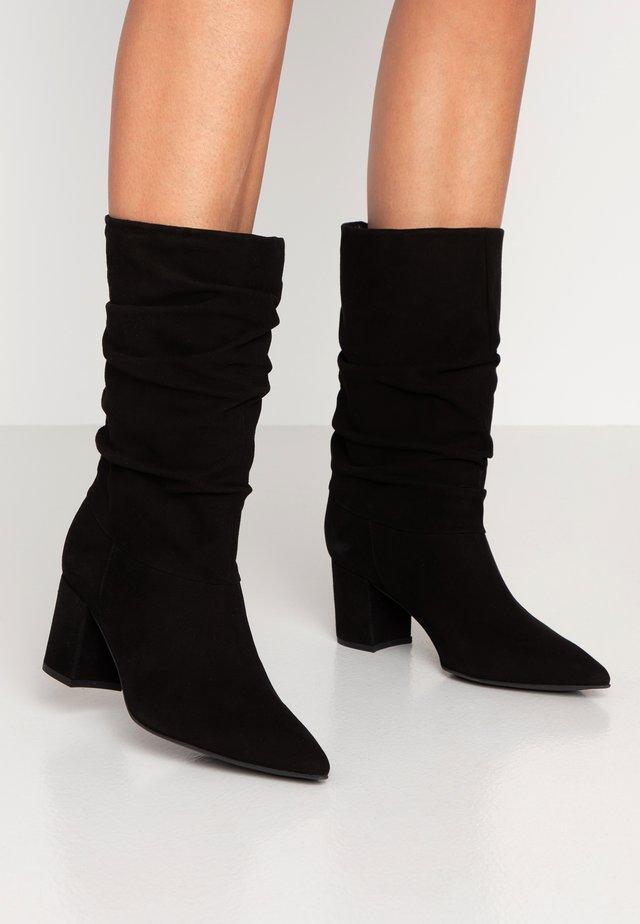 BENETBO - Stivali alti - black
