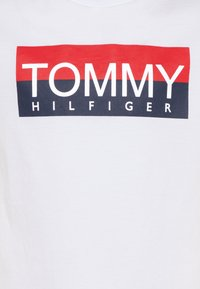 Tommy Hilfiger - REFLECTIVE TEE  - T-shirt print - white - 2