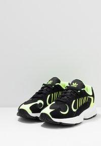 adidas Originals - YUNG-1 - Sneakers - core black/hi-res yellow - 3