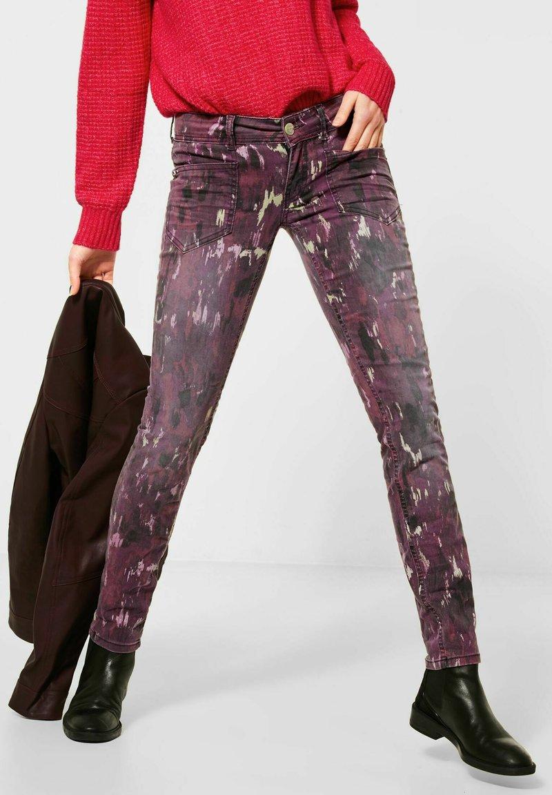 Street One - MIT BATIK-OPTIK - Slim fit jeans - rot