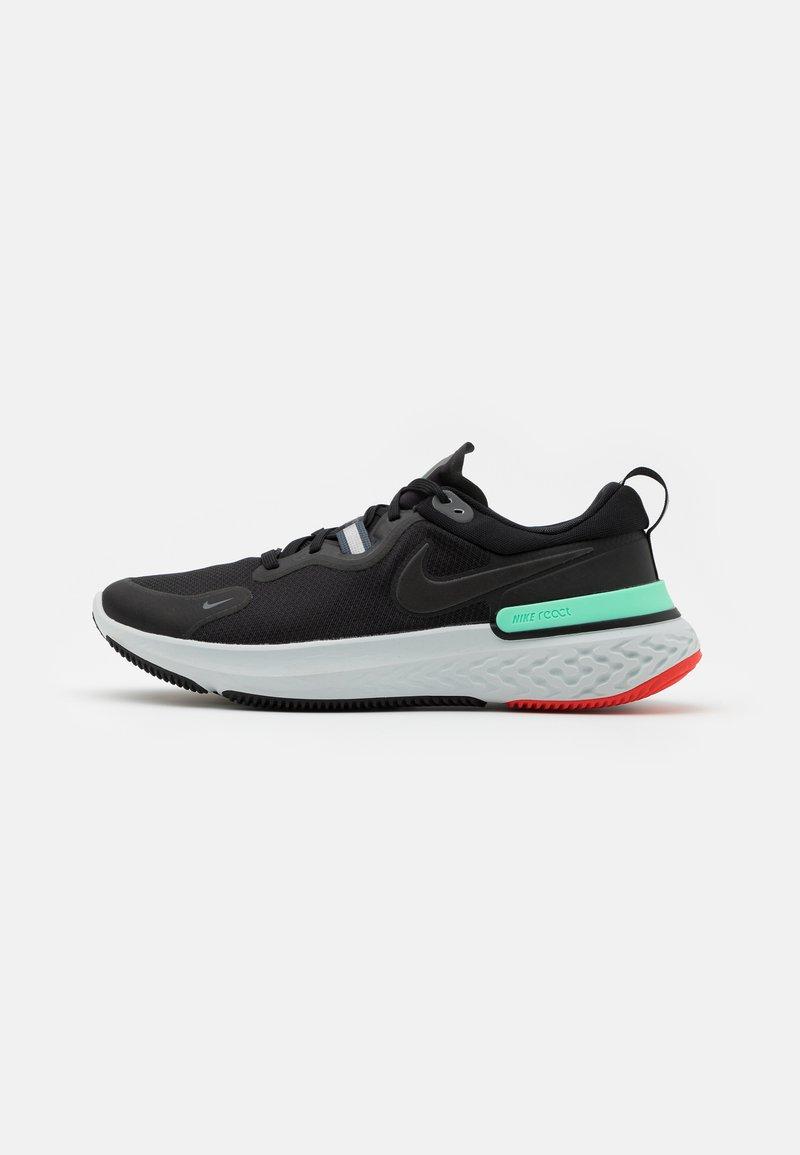 Nike Performance - REACT MILER - Neutrala löparskor - black/iron grey/green glow/chile red/photon dust