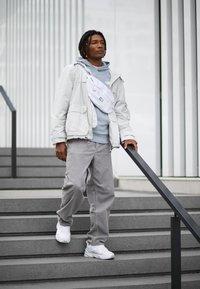 Nike Sportswear - M2K TEKNO - Sneakers laag - white/pure platinum - 6