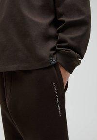 PULL&BEAR - Sweter - mottled brown - 4