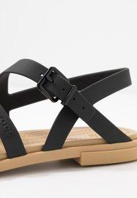 Crocs - TULUM - Pantoffels - black/tan - 2