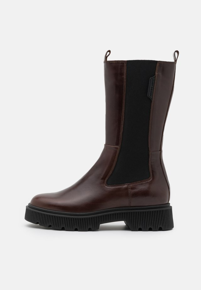 STINT - Plateaustiefel - brown