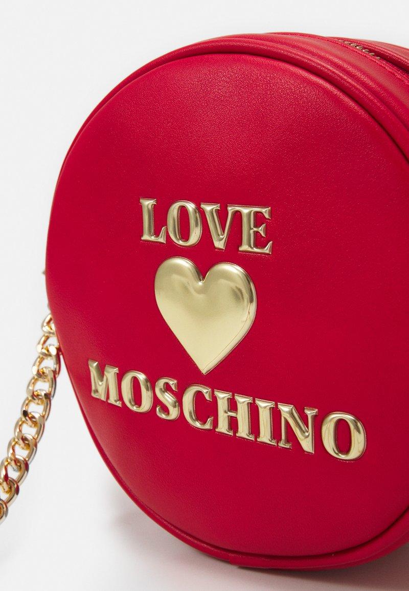 Love Moschino BORSA - Axelremsväska - red