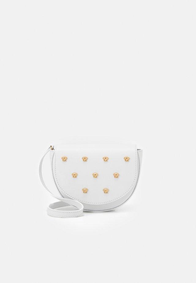 BAG - Umhängetasche - white/gold