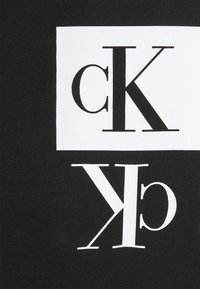 Calvin Klein Jeans - MIRROR LOGO SEASONAL TEE - Print T-shirt - black - 6