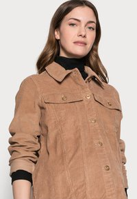 Pieces Maternity - PCMPOLLY SHACKET - Button-down blouse - warm taupe - 2
