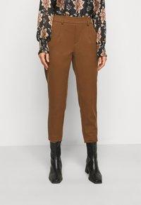 Object Petite - OBJLISA SLIM PANT - Trousers - partridge - 0