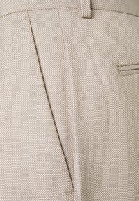 Isaac Dewhirst - THE FASHION SHORT SUIT STRUCTURE - Suit - beige - 6