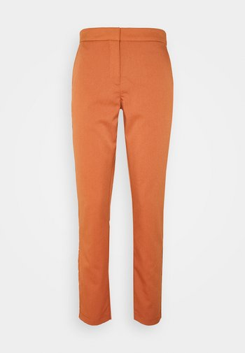 VMCHIC ANKLE PANTS