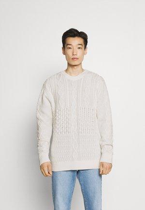 PATCHWORK O NECK - Džemper - off white