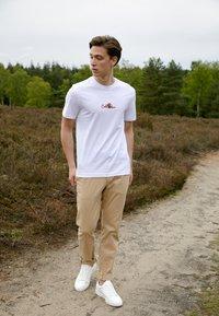 Calvin Klein - SUMMER CENTER LOGO - T-shirt con stampa - white - 1