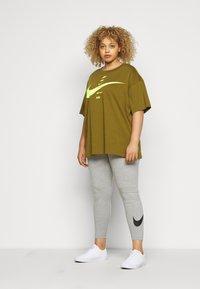 Nike Sportswear - CLUB PLUS - Leggings - dark grey heather/black - 1