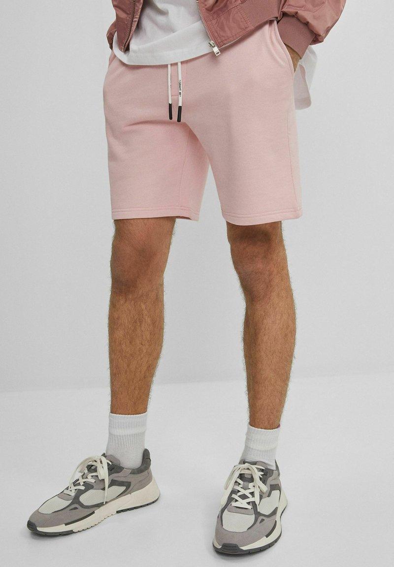 Bershka - MIT PRINT - Shorts - pink