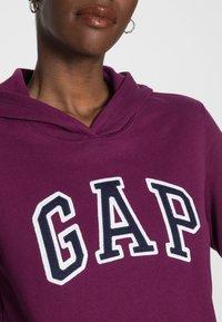 GAP - FASH - Bluza z kapturem - beach plum - 4