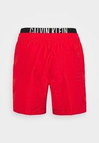 Calvin Klein Swimwear - INTENSE POWER MEDIUM DOUBLE - Swimming shorts - fierce red - 6