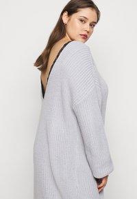 Glamorous Curve - LACE TRIM JUMPER DRESS - Jumper dress - light grey - 3