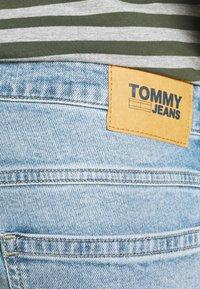 Tommy Jeans - RONNIE - Jeansshorts - light-blue denim - 4