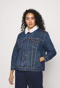 Levi's® Plus - TRUCKER - Denim jacket - blue denim - 0