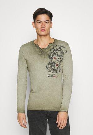 HIGHLAND BUTTON - Long sleeved top - green