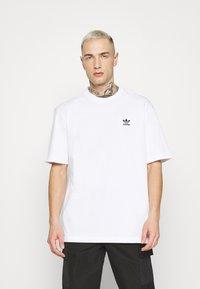 adidas Originals - TREFOIL TEE - Camiseta estampada - white/black - 0