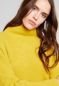 Liu Jo Jeans - MAGLIA CHIUSA  BOTTONI - Pullover - light yellow - 4