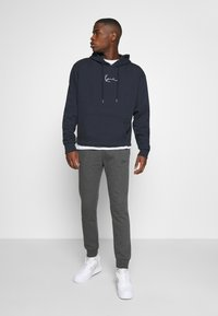 Zign - Spodnie treningowe - mottled dark grey - 1