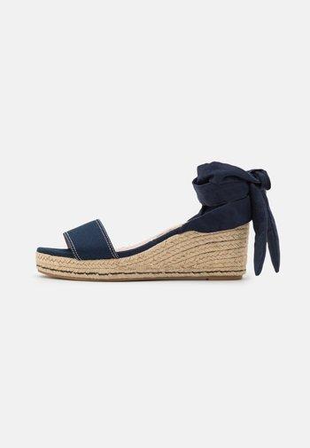 AUSTEN - Sandály na platformě - blue
