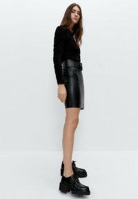 Uterqüe - Long sleeved top - black - 4