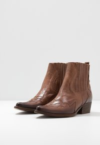 Felmini - WEST - Cowboy/biker ankle boot - uraco santiago - 4