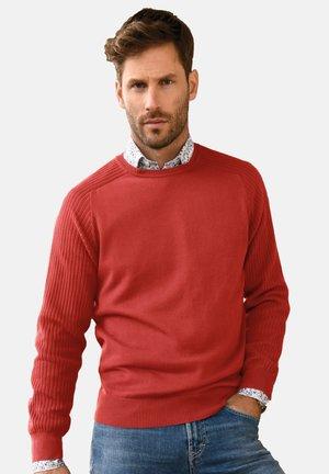 RUNDHALS - Pullover - ziegelrot