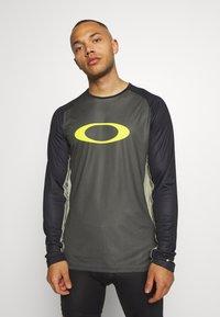 Oakley - TECH TEE - Bluzka z długim rękawem - dark green - 2