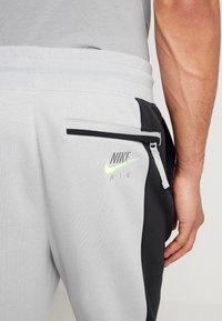 Nike Sportswear - M NSW NIKE AIR PANT FLC - Tracksuit bottoms - smoke grey/black/volt - 3