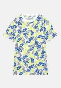 Nike Sportswear - TEE FUTURA - Camiseta estampada - white - 0