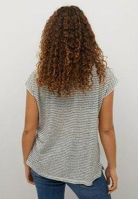 Violeta by Mango - GESTREEPT LINNEN - Print T-shirt - zwart - 2