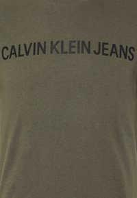 Calvin Klein Jeans - INSTITUTIONAL LOGO SLIM TEE - Print T-shirt - deep depths - 5