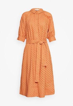 DINE - Vestido camisero - sunburn