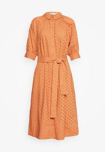 DINE - Shirt dress - sunburn