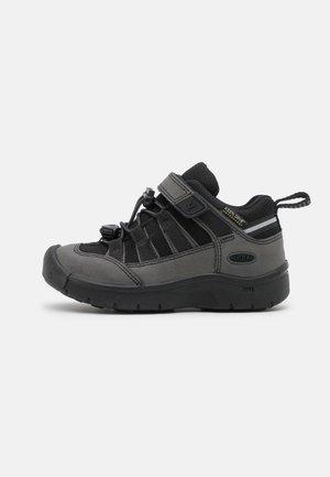 HIKEPORT 2 LOW WP UNISEX - Hiking shoes - black