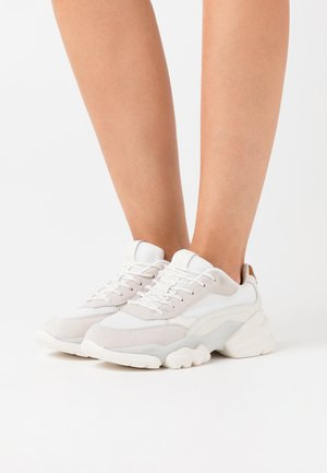 JULIA - Trainers - white/cognac