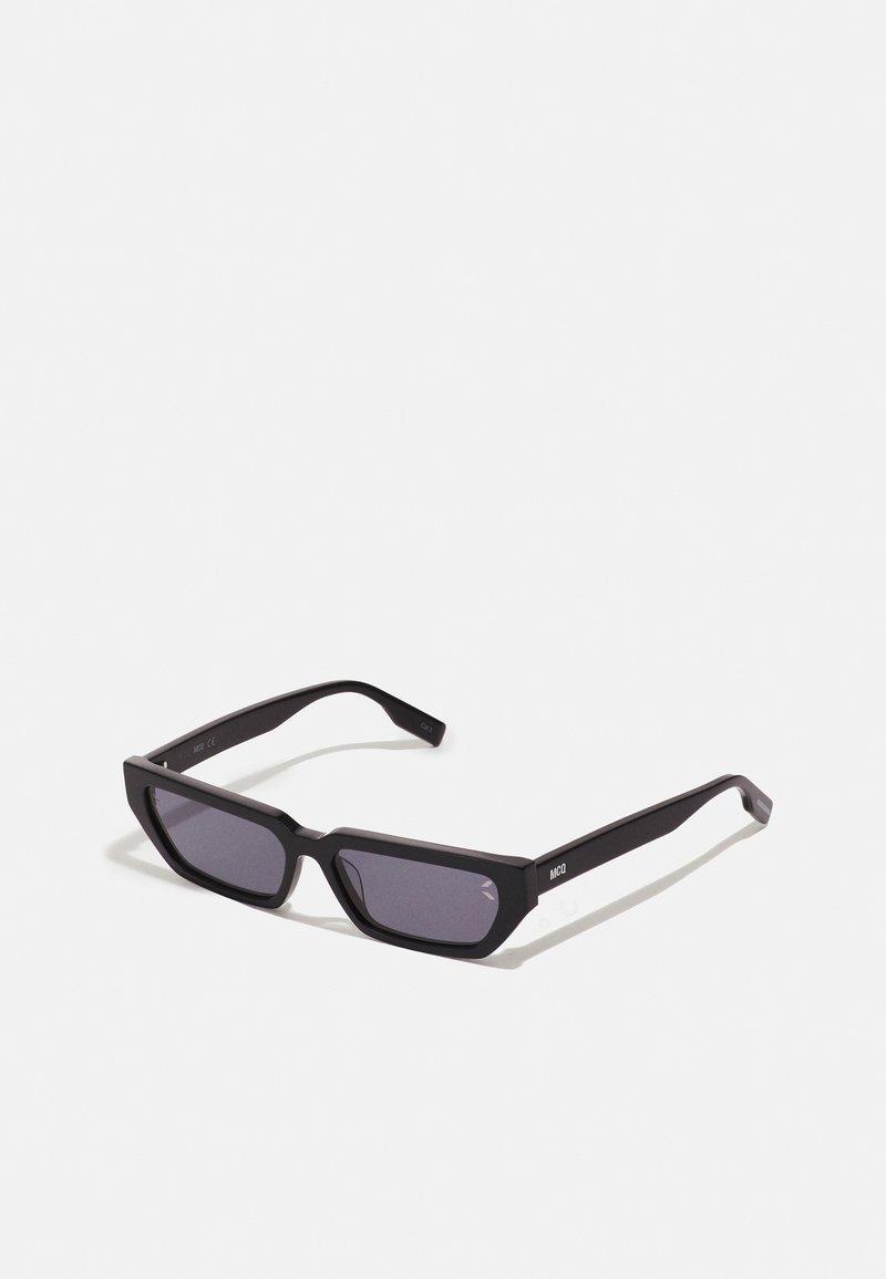 McQ Alexander McQueen - Sluneční brýle - black/smoke