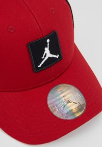 Jordan - TRUCKER - Lippalakki - gym red - 2