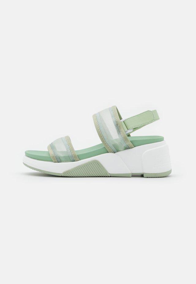 ETHUSSA - Sandalen met plateauzool - light green