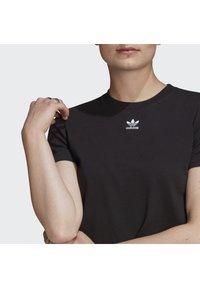 adidas Originals - TOP ADICOLOR ORIGINALS REGULAR T-SHIRT - T-shirts med print - black - 5