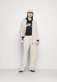 Nike Sportswear - HOODIE - Sweat à capuche - black/sail/white - 1
