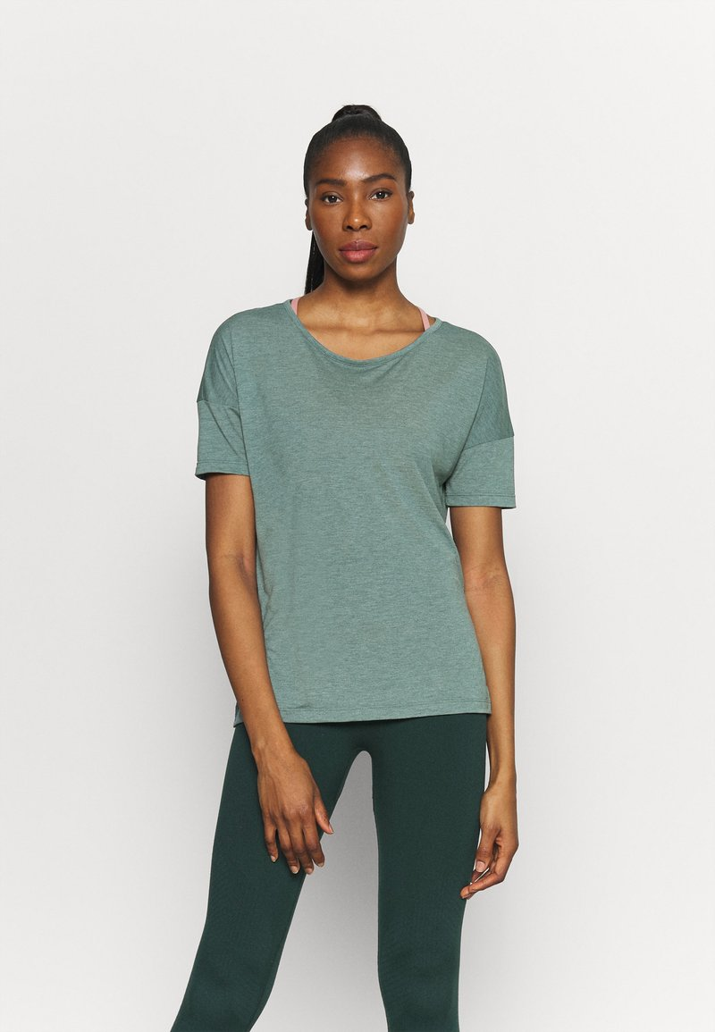 Nike Performance - LAYER - Basic T-shirt - hasta heather/light pumice/dark teal green