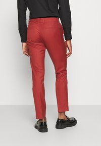 Isaac Dewhirst - THE TUX - Dress - red - 5